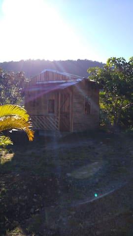Cabaña, granja de codorniz y camping,comida típica