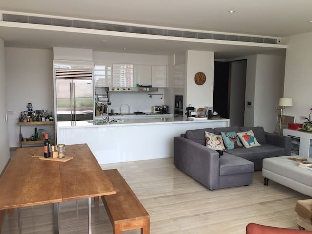 City Bay Views, Bright & Airy Central SG Lux Apt