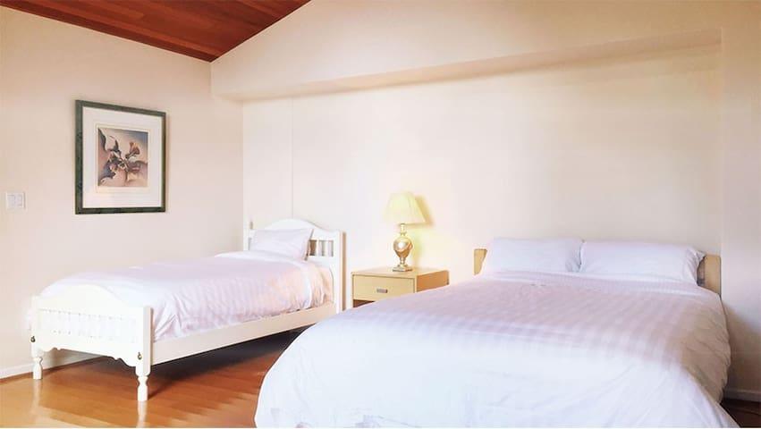 Cozy room in Burnaby