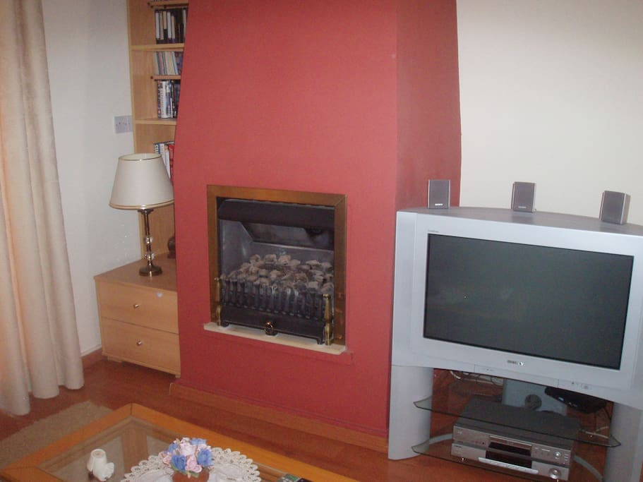Sallon with home cinema and electric fireplace.