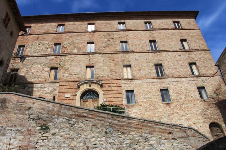 Appartamento  in palazzo storico - Montefortino - Apartment