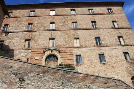 Appartamento  in palazzo storico - Montefortino - อพาร์ทเมนท์