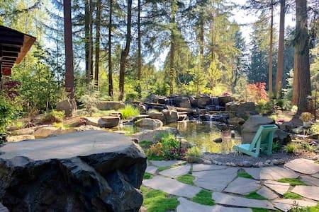 Log Cabin Living Water Forest Refuge  PRIVATE ROOM