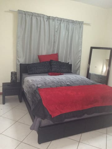 Cosy room with wifi 10min from city - Gaborone - Apartamento