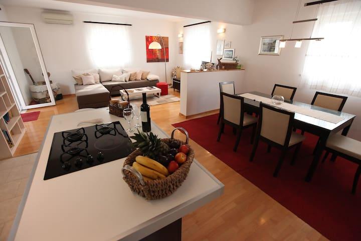 "VILLA ""MARIETA"" with private pool - Podstrana - House"