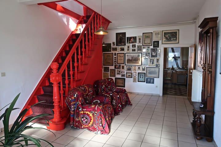Historisches Bauernhaus mit Designelementen