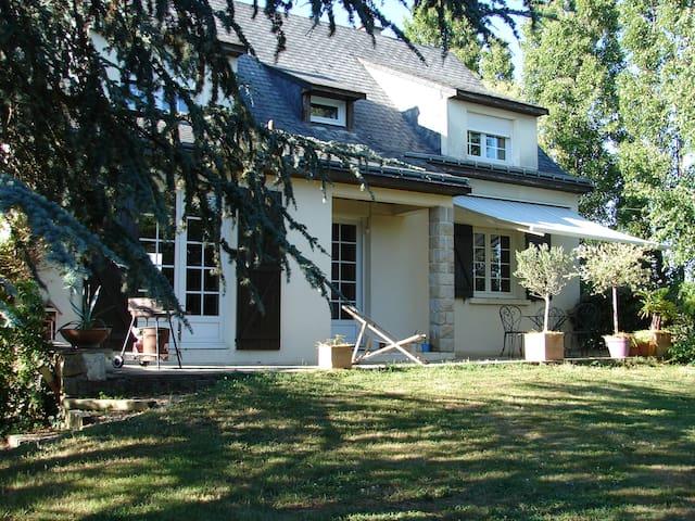 MIGA - Montreuil-sur-Maine - Huis