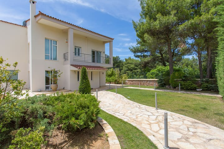 Luxurius Villa in Attica Forest