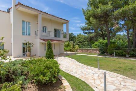 Luxurius Villa in Attica Forest - Villa
