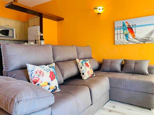 Gran sofá cómodo