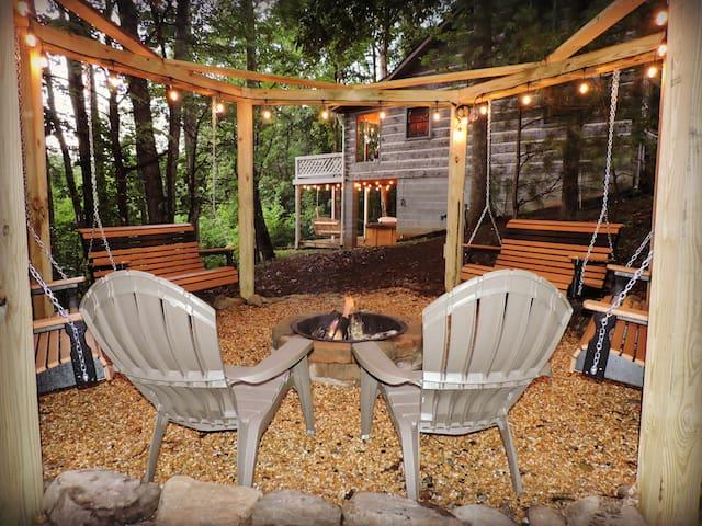 Genuine Log Cabin, Long Range Mntn. Views, 4 Acres