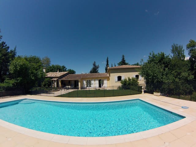 Spacious villa with pool and garden - Saint-Paul-en-Forêt - Rumah