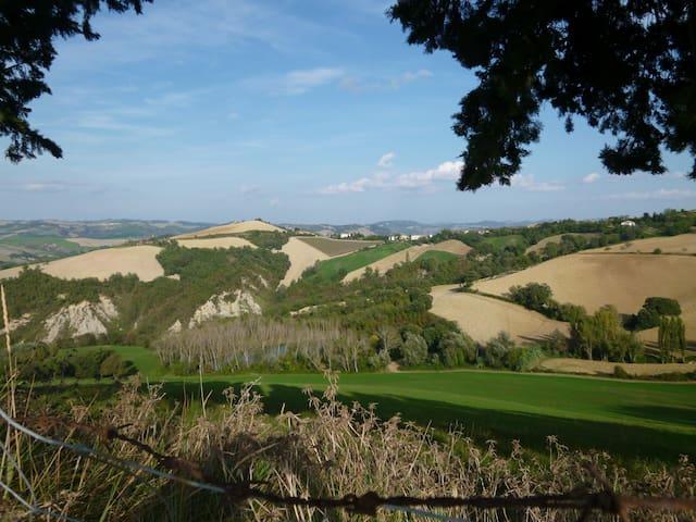 Il paesaggio dalla Via San Lorenzo mentre si arriva a Cà Giovanni
