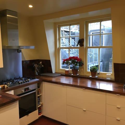 Sunny, family-friendly 3 bedroom flat In Soho - Londres - Pis