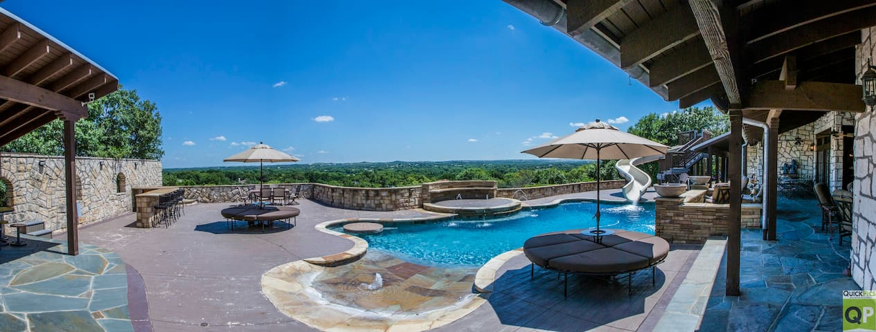 JR's Fort Worth Family Vacation Lodge!