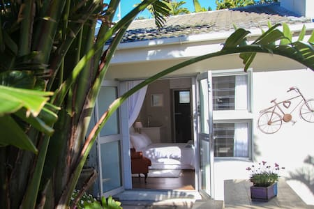 Self Catering Unit 80m from Beach - Cape Town