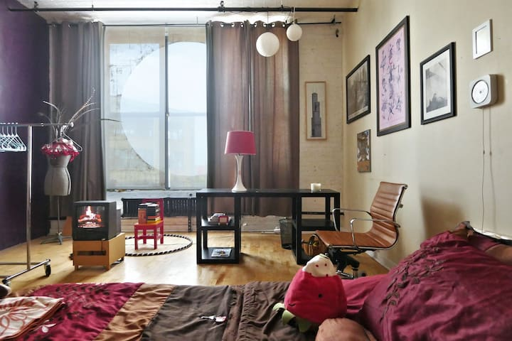 Strawberry B&B - LGBTQ-friendly Artist Dream Loft