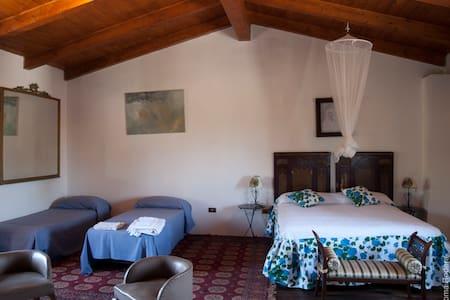 Appartamento a pochi km da crotone - Crotone - House
