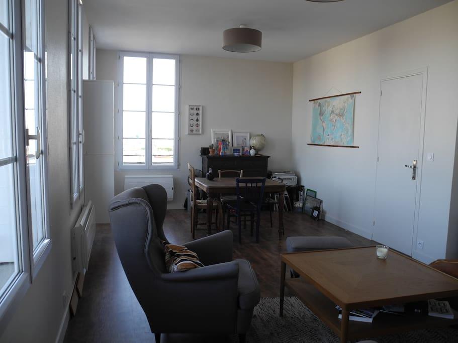 appartement perret face au port flats for rent in le. Black Bedroom Furniture Sets. Home Design Ideas