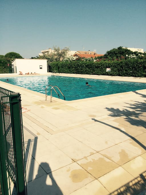 Appart piscine tennis le bonheur wohnungen zur miete for Piscine mauguio