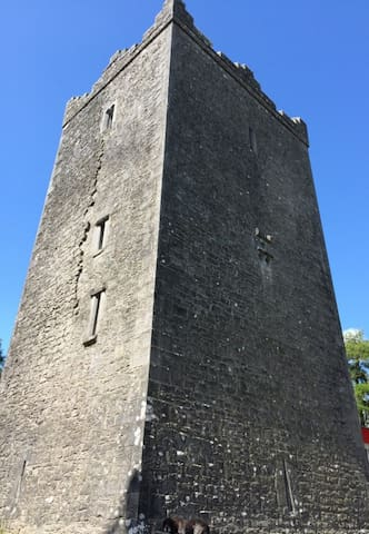 Ross Castle Historic Accommodation - Mountnugent/Oldcastle