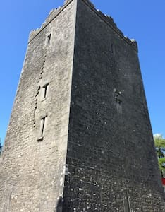 Ross Castle Historic Accommodation - Mountnugent/Oldcastle - Slot