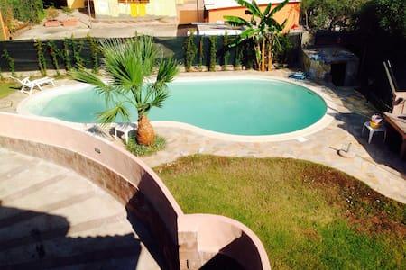 Villa con piscina vicino al mare - Capoterra