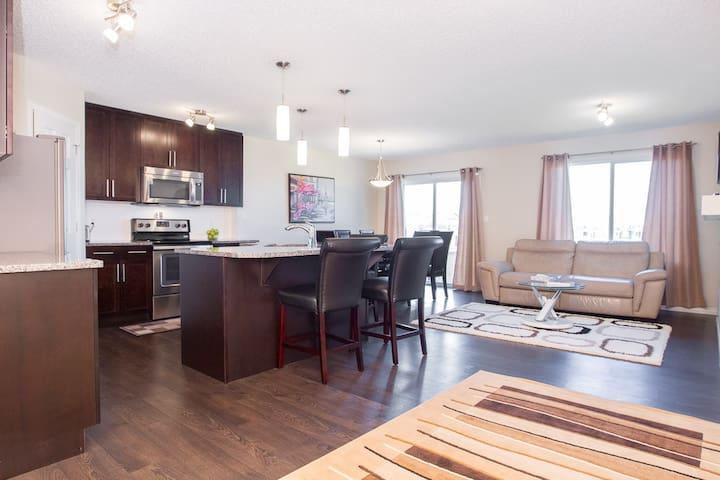 Comfortable & Pleasant 3BD Home - Edmonton - Dům