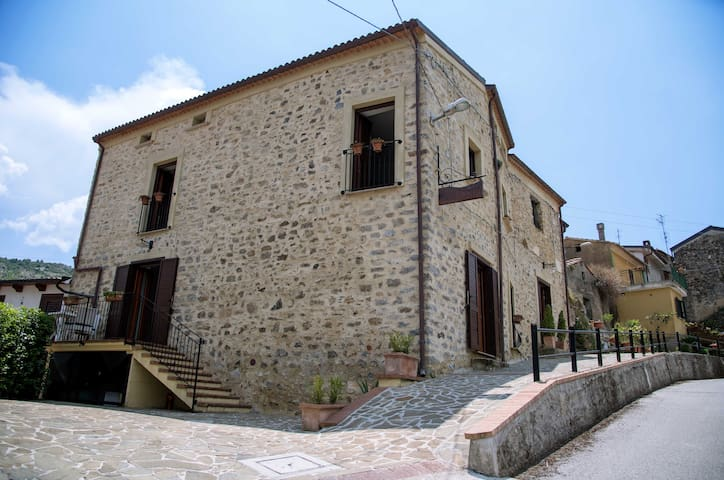 matrimoniale Ginestra - Al Casalicchio B&B