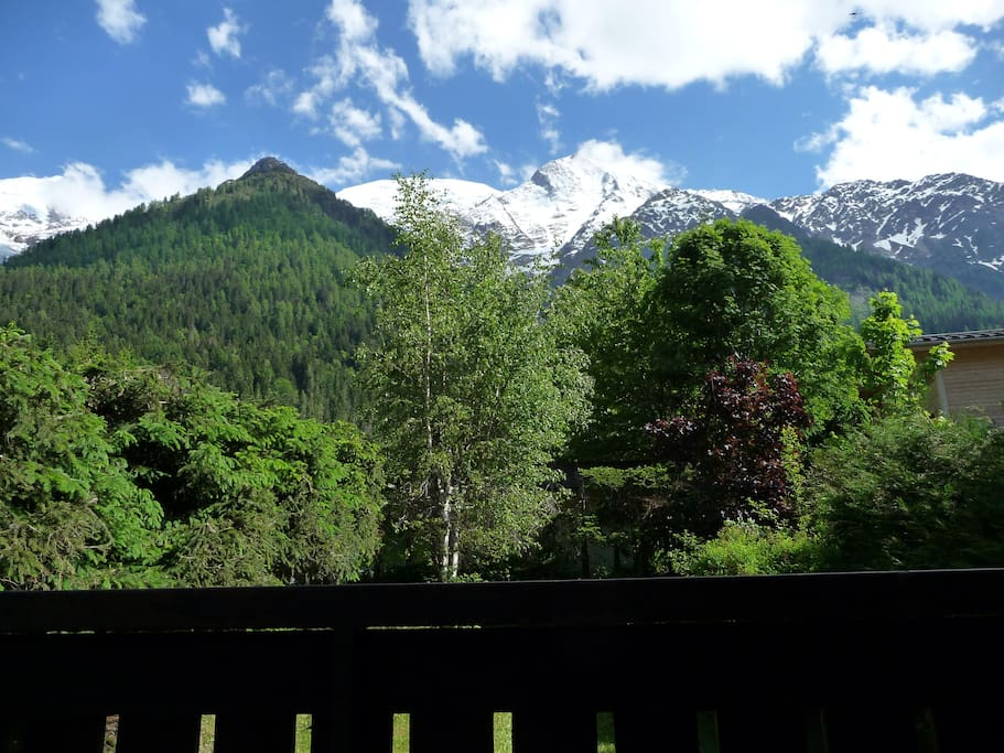 Room under mt blanc with a balcony case in affitto a les - Asciugatrice in balcone ...