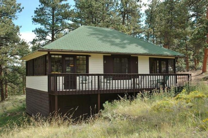 Tall Pines Cabin - 2BR w/ Hot Tub! - Estes Park - Cottage