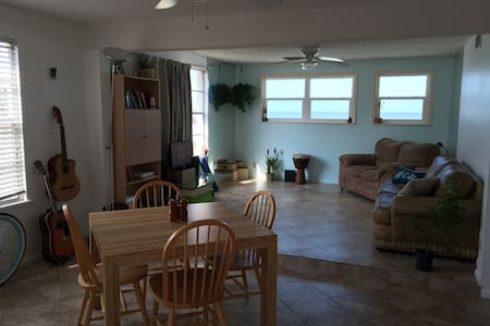 2-story apartment w/ Ocean view