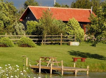 4 star rural self-catering cottage. IP21 4BD
