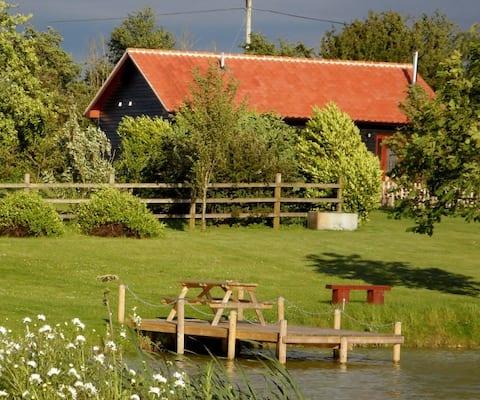 4 star rural self-catering cottage. IP21 4BD