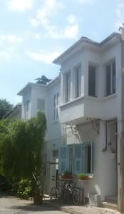 Central, causey typical greek house - Istanbul - Apartemen