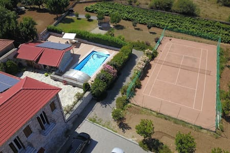 Winery with pool tennis court Good family/children
