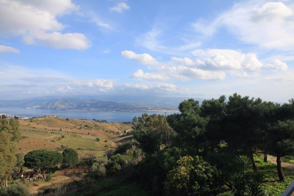 Panorama con vista sui laghi di Ganzirri e Calabria