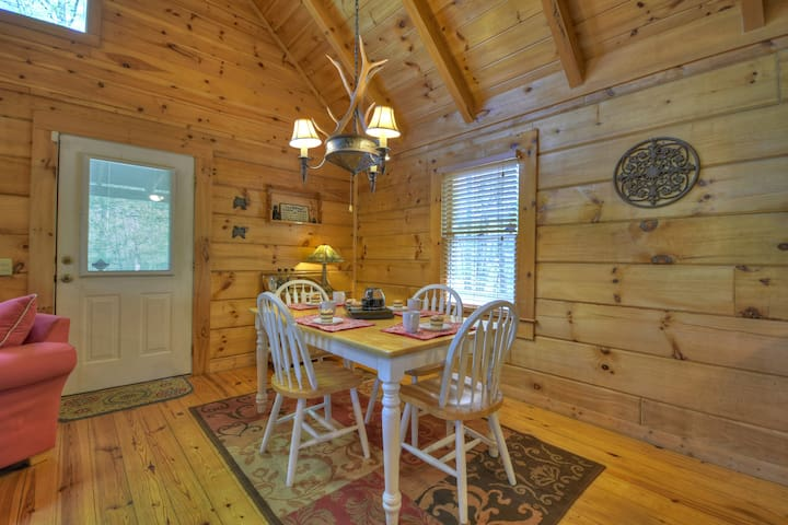 Seclusion at Hideaway Mountain  lovely mountain view cabin