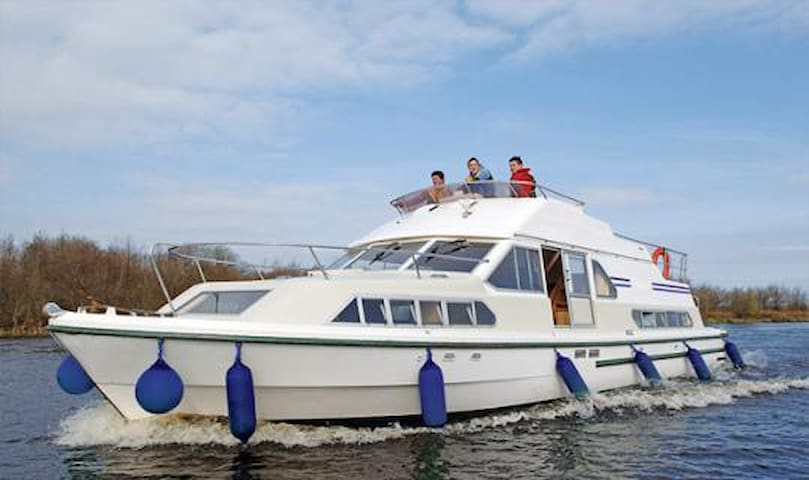 3 night cruise on the river Shannon - Cork - Boat