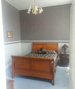 Double Room Queen w Private Bath #3 - Rico