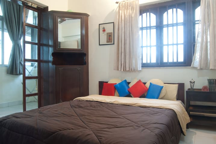 Room Nestled in Bandra Pali Hill - Bombaim - Apartamento