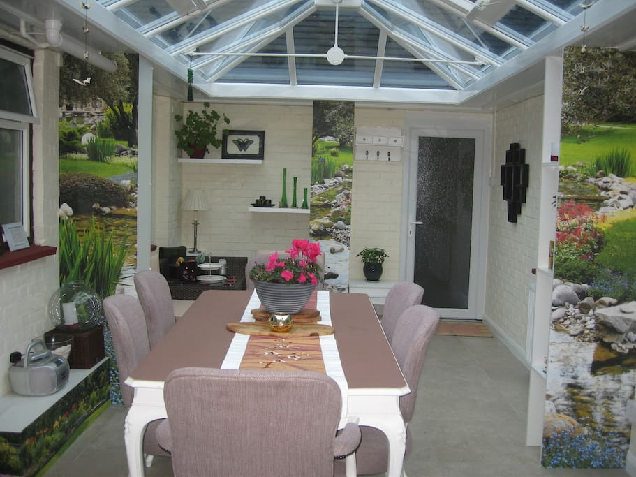 A conservatory / dining room