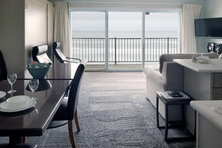 Oceanfront 3rd Floor Suite - Ocean Terrace #25