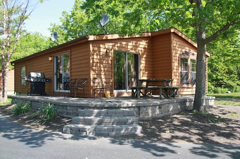 8-person Corner House w/ 3 BR & 2 BA - Put-in-Bay's Island Club Home Rentals - Put-in-Bay Island Club #51