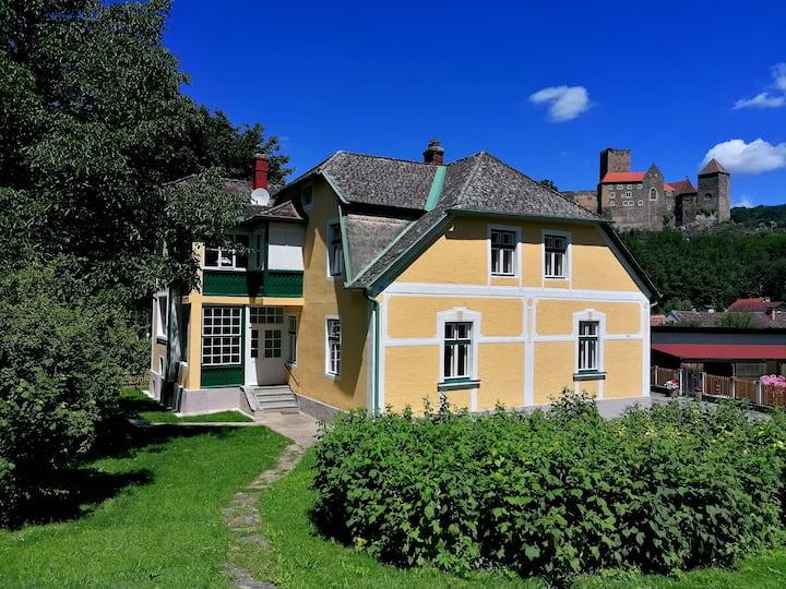 VILLA HARDEGG - 10er Appartement mit Burgblick