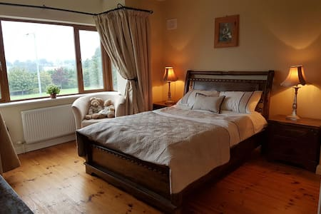 4 bedroom House (Centrally Located) - Carrick-On-Shannon