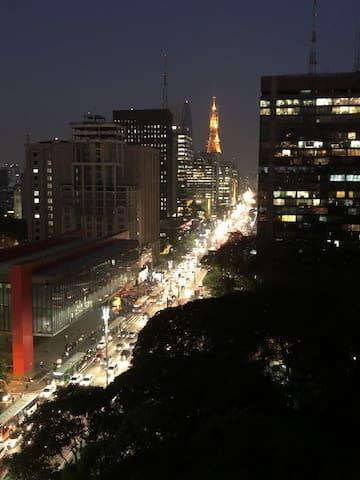 Estudio com vista fantástica na Avenida Paulista