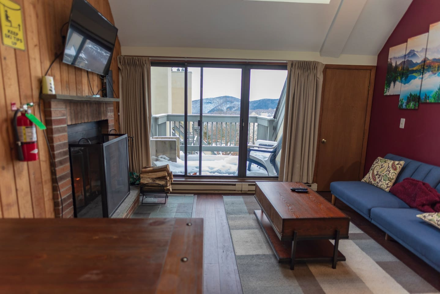 Welcome to your updated condo, flatscreen tv, private balcony on the top floor overlooking the green mountains. Vaulted ceilings with lots of natural light