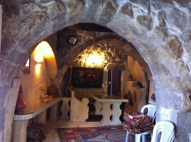 THE HISTORICAL   CAVE HOUSE - Uçhisar - Huis