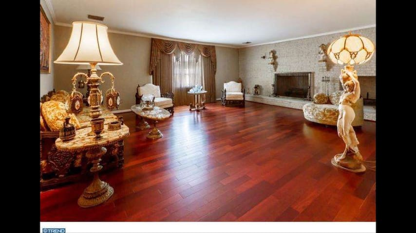 Luxurious home with Brazilian cherry wood floors - Burlington - Huis